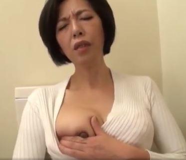 (ヒトヅマムービー)《ヒトヅマの性欲》おなにーを覗かれ熟れた膣内内蜜が欲望を我慢できず…