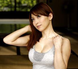 (ヒトヅマムービー)《白木優子》白い熟れた柔肌は魔性そのものガキどもを性の虜に…