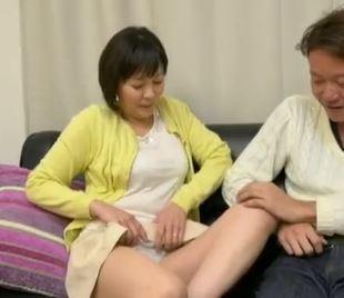 (ヒトヅマムービー)《ネトられ熟妻》むちむち美美巨乳の奥さんが亭主の留守中にセックス☆な行為