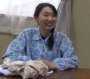 【人妻動画】田舎でハメよう☆40代の人妻が久々の生のオチンチンに欲情が抑えきれない…