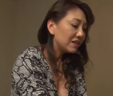 【人妻動画】《痴ジョ》性欲が有り余る美巨乳人妻がオチンチンを漁りまくる淫らな姿…