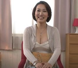 (ヒトヅマムービー)《初撮り奥さん》むちむちロケット乳のシロウトさんがダンナよりおっきいオチンチンに発情して膣内内内射精される