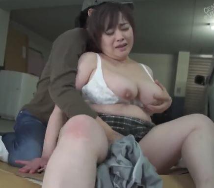 (ヒトヅマムービー)《還暦の柔肌》ロケット乳で巨大お尻の熟母さんが見知らぬ男に襲われ膣内内内射精