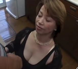 (ヒトヅマムービー)《50代の柔肌》才を取ってもナマポの感触だけは忘れられない淫欲なおばさん