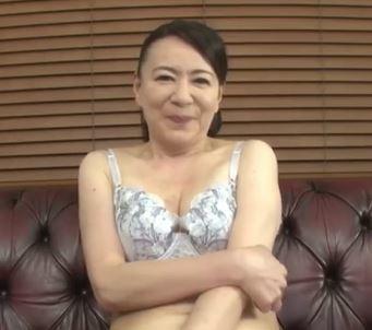 (ヒトヅマムービー)《初脱ぎ熟妻さん》性欲が衰えない奥さんがデカマラにガン突きされ膣内内内に射精される