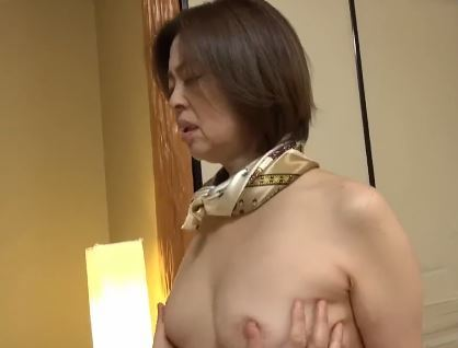 (ヒトヅマムービー)《60代の柔肌》白くて柔らかい肌の高齢ヒトヅマが悶える姿がえろすぎ