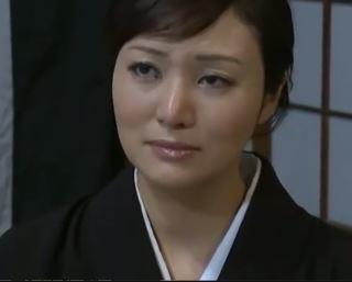 【人妻動画】《へんリ-塚本》熟れた継母さんが性欲に負けて禁断の行為に墜ちる