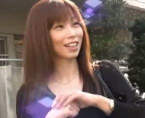 【人妻動画】《団地妻キャッチ》偽取材で奥さんを騙してエッチ☆な収録を決行させて頂きました☆