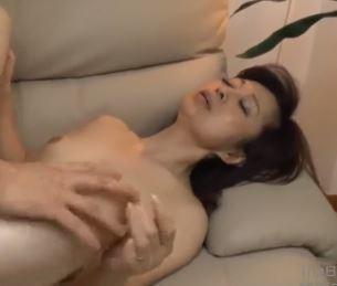 (ヒトヅマムービー)《ネトられヒトヅマ》還暦も近い完熟さんが生オチンチンに喘ぐして膣内内内に精子を流し込まれる