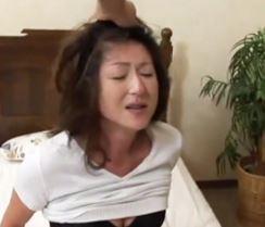 (ヒトヅマムービー)《熟母の膣内内蜜》ダメ~熟れた膣内内にカチカチ棒が突き刺さり徐々にかんじてしまう女の宿命