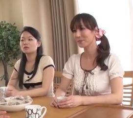 (ヒトヅマムービー)(高坂保奈美)40代の妖艶なヒトヅマの色気に夢中になった婿と義母が小小娘に隠れてマサカのカンケイ
