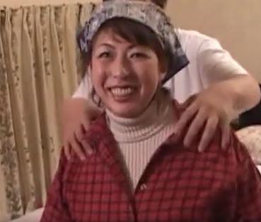 (ヒトヅマムービー)(初撮りヒトヅマ)女漁師の母ちゃんが絶倫オチンチンとナカ出しウワキSEX