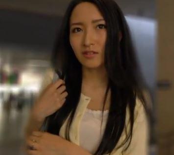 (ヒトヅマムービー)(ヒトヅマキャッチ)ダンナが居てもオチンチンが欲しいシロウト奥さんの性欲に驚き