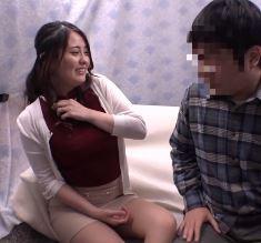 (ヒトヅマムービー)(筆卸キャッチ)女に免疫がないダサ男君と絡み合うセックス☆な奥さん
