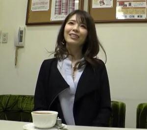 (ヒトヅマムービー)(初撮り奥さま)モデルなカネ持ち妻の家庭での不満が爆発してダンナには見せない本当の性癖が明らかになる