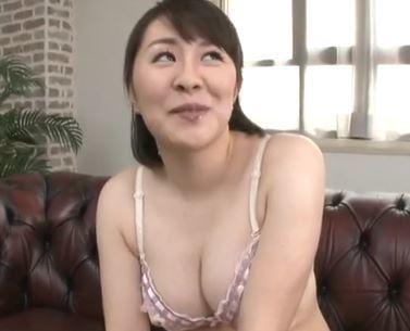 (ヒトヅマムービー)(初脱ぎヒトヅマさん)むちむち白い柔肌が素敵な奥さんが他チンチンで激逝き