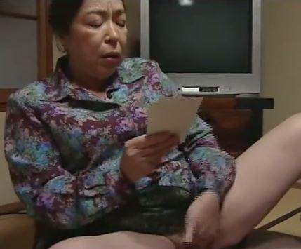 (ヒトヅマムービー)SEXなしでは生きれないヒトヅマたちが一本のオチンチンを奪い合う…へんりー塚本