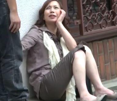 (ヒトヅマムービー)(ヒトヅマキャッチ)日中から酔い潰れたヒトヅマさんをHOTELに連れ込んだら性欲が凄すぎて驚き☆