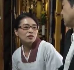 【人妻動画】(ヘンリー塚本)ヨメが亡き後に熟れた義母さんと肉体関係に墜ちた男