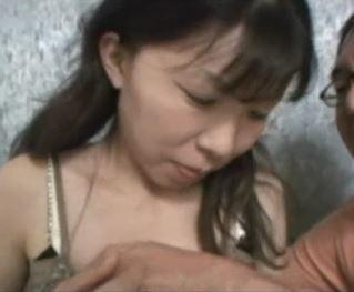 (ヒトヅマムービー)(ヒトヅマキャッチ)真面目で純粋な雰囲気な奥さんですが予想外なドSです