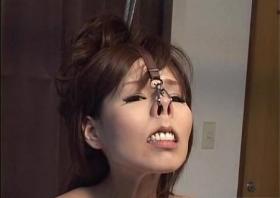 緊縛鼻フックで調教される人妻がまるで研ナオコな件www