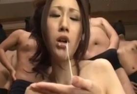 【JULIA】無数の肉棒を口で処理させられる巨乳妻
