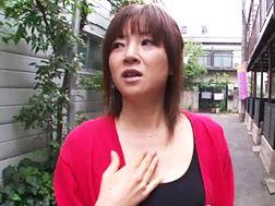 【熟女・人妻動画】ファンの男子を食べちゃう伝説AV女優-小森愛