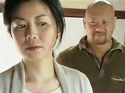 【ヘンリー塚本】望まぬSEXだが強烈に感じてしまうおばさん 浅井舞香