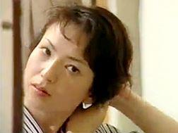 【ヘンリー塚本】股を広げてペニスを催促する美熟女 桐島秋子