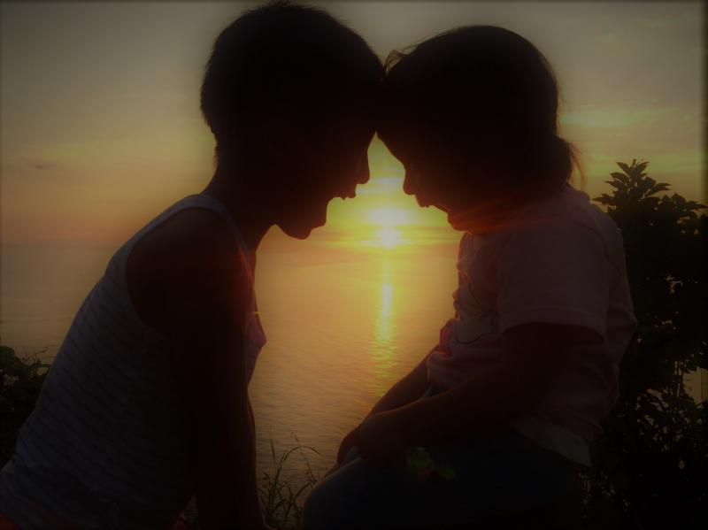 佐渡 子供と夕日