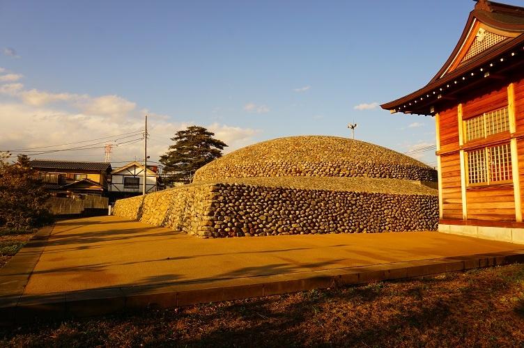 武蔵府中熊野神社古墳(南西から)
