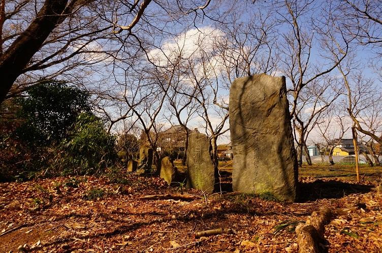 茨城町宝塚古墳11古墳脇の石碑