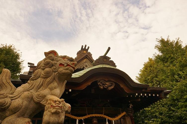 12 塚越御嶽神社(狛犬と社殿)