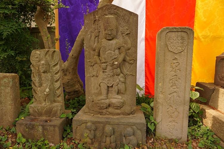 10 志木市敷島神社境内不動明王像