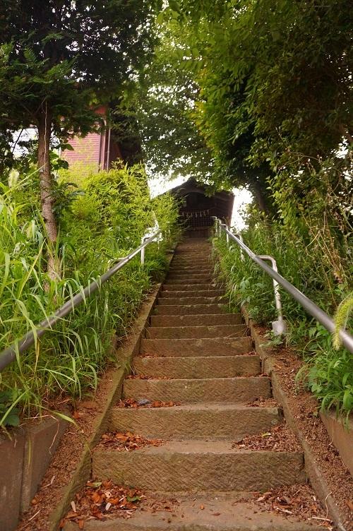 04 川越砂新田シベイ塚墳頂への石段
