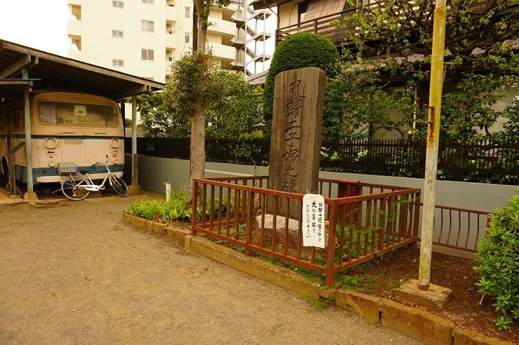 04 史蹟二子塚之碑とトロリーバス