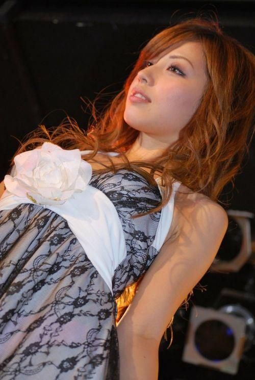 【画像】キャンギャルの衣装がエロ過ぎて商品がどうでもいい件www 38枚 No.24