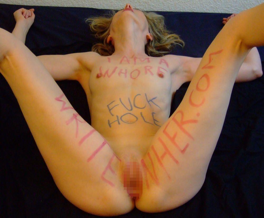 体中に落書きされた海外版肉便器M女性が開脚まんこおっぴろげwwwwww 31枚