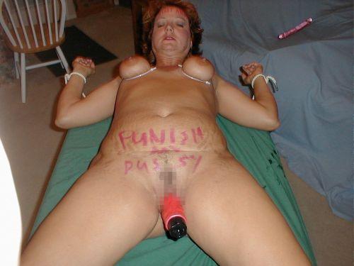 体中に落書きされた海外版肉便器M女性が開脚マンコおっぴろげwww 31枚 No.23