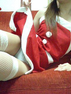 クリスマスの季節にサンタコスでパンチラしちゃう美女エロ画像 32枚 No.2