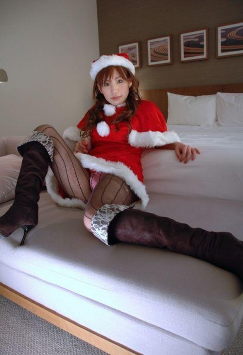 クリスマスの季節にサンタコスでパンチラしちゃう美女エロ画像 32枚 No.20