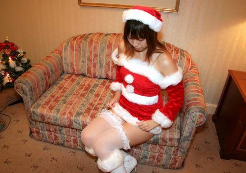クリスマスの季節にサンタコスでパンチラしちゃう美女エロ画像 32枚 No.29