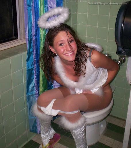 【画像】クリスマスにサンタコスプレして下半身ヌードの女の子エロ過ぎwww 45枚 No.3