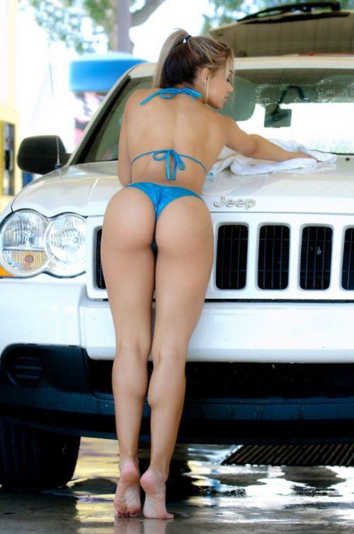 【画像】Tバックや全裸で洗車する外国人の規格外なお尻がエロ過ぎwww 39枚 No.22