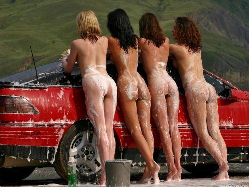【画像】Tバックや全裸で洗車する外国人の規格外なお尻がエロ過ぎwww 39枚 No.29