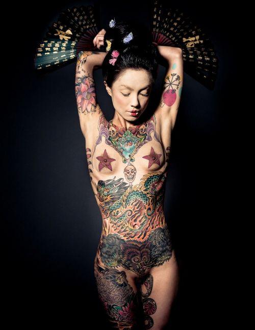 【海外】綺麗なタトゥーを彫ったスレンダー美女のジェンダーレスなエロさwww 31枚 No.7