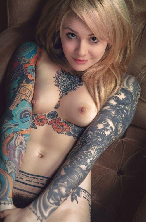 【海外】綺麗なタトゥーを彫ったスレンダー美女のジェンダーレスなエロさwww 31枚 No.10
