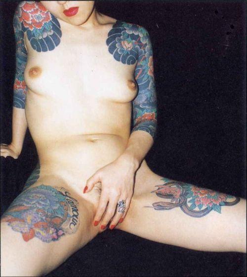 【海外】綺麗なタトゥーを彫ったスレンダー美女のジェンダーレスなエロさwww 31枚 No.13