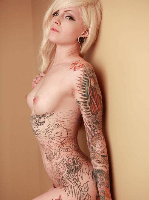 【海外】綺麗なタトゥーを彫ったスレンダー美女のジェンダーレスなエロさwww 31枚 No.29