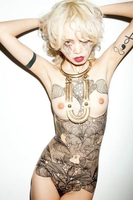 【海外】綺麗なタトゥーを彫ったスレンダー美女のジェンダーレスなエロさwww 31枚 No.30